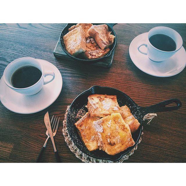 甘いフレンチトーストで休日の朝