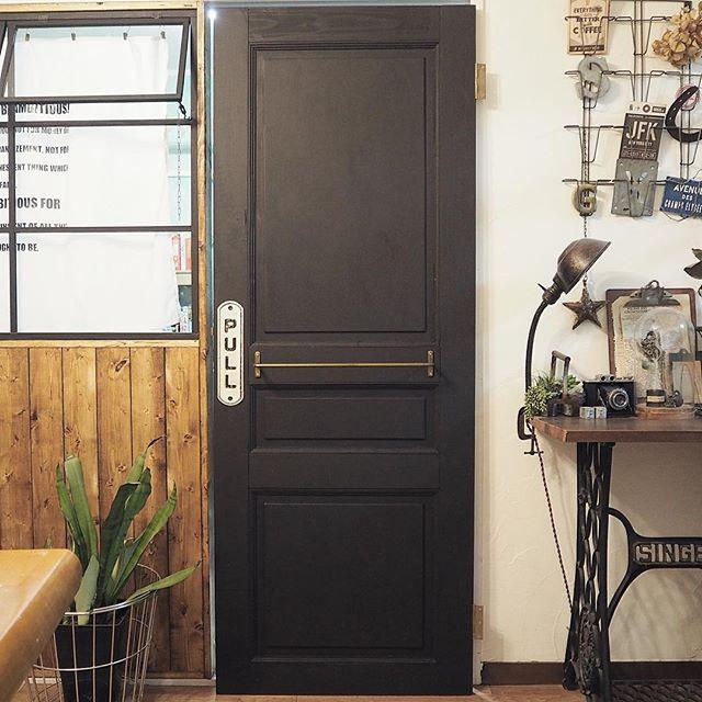 ドアの「引く」表示で一気にお店感