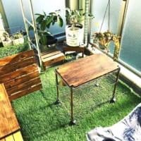 人工芝がインテリアアイテムに!グリーンを取り入れた爽やかな空間づくり