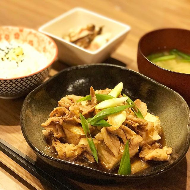 和食を盛り付けたくなる味のある器