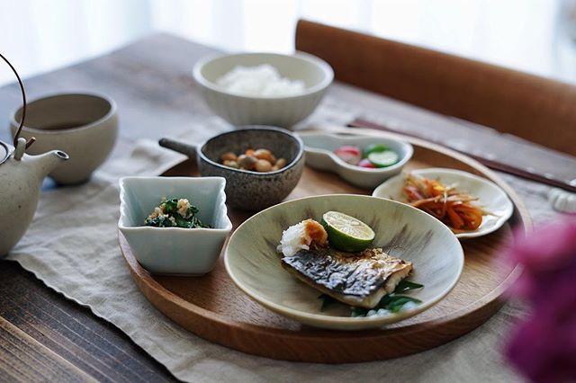 さまざまなデザインの豆皿を組み合わせて