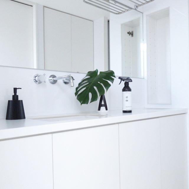 清潔感のある真っ白な洗面所