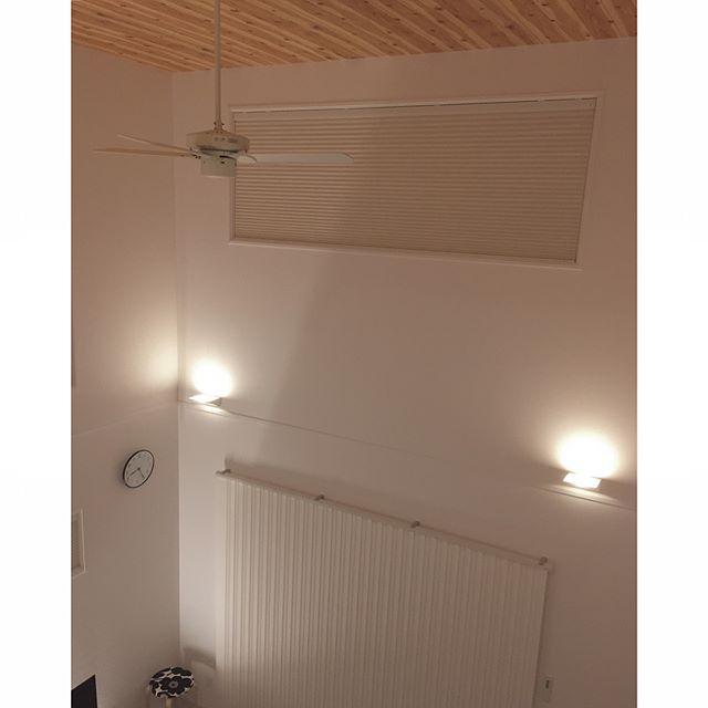間接照明が効果的なリビング実例7
