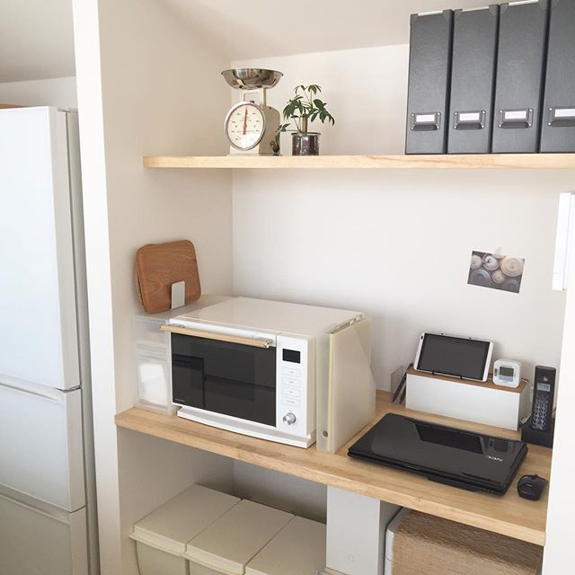 キッチン横に作業スペースを