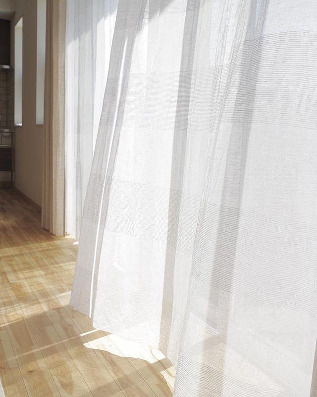 手当たり柔らかで優しい印象のカーテン4