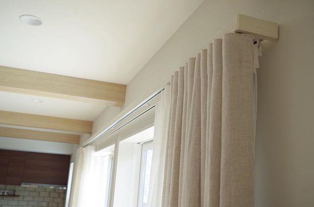 手当たり柔らかで優しい印象のカーテン3