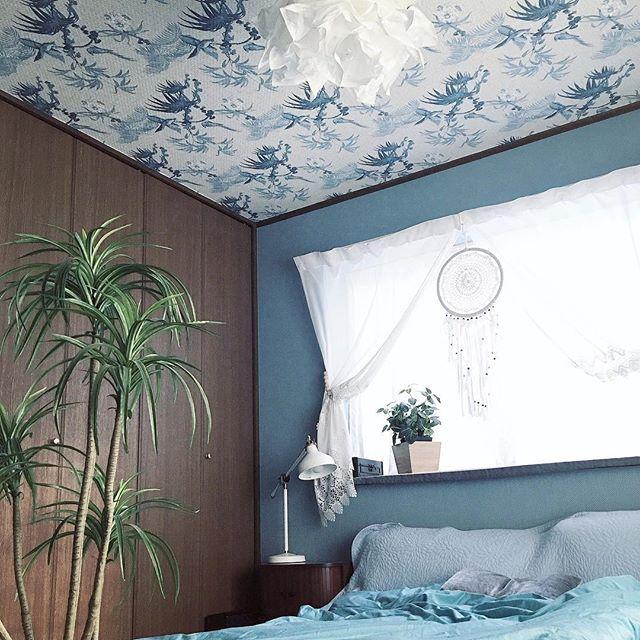 天井がポイントの寝室インテリア