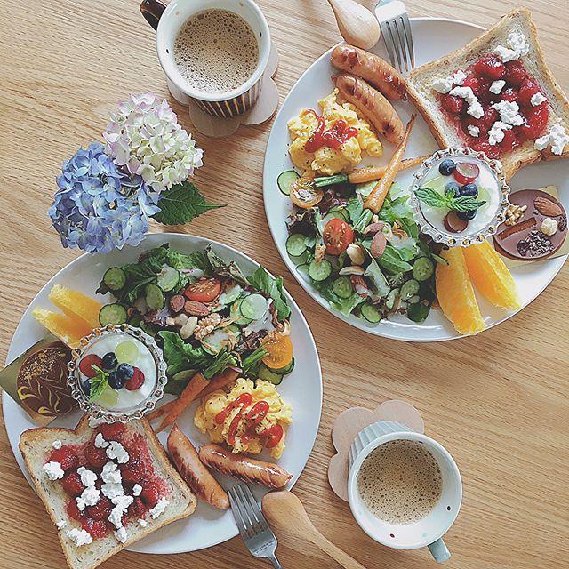 色鮮やかで食欲をそそる洋風の朝食