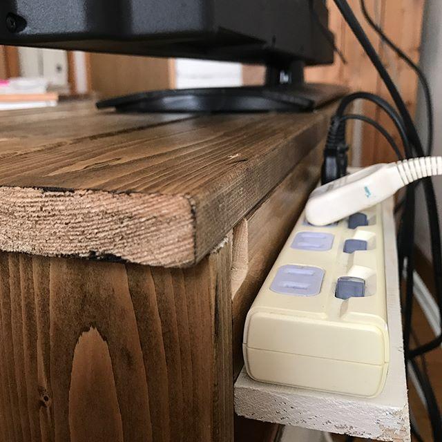 テレビボード裏の配線隠しでお掃除も簡単