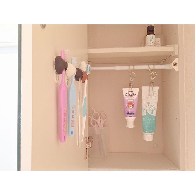 歯ブラシ収納 鏡の裏6