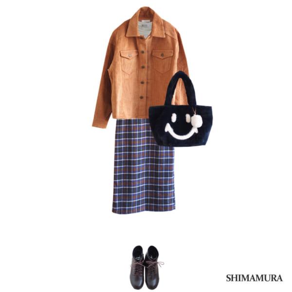 コーデュロイジャケットとチェック柄スカートで休日スタイル