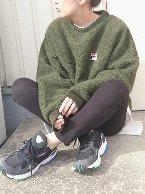 緑×ブラックコーデ10