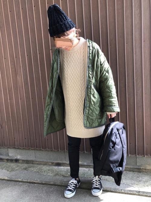 緑×ベージュコーデ5