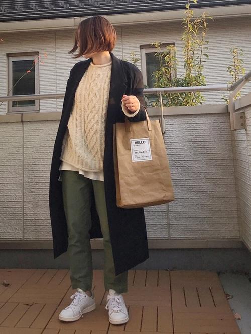 緑×ブラックコーデ15
