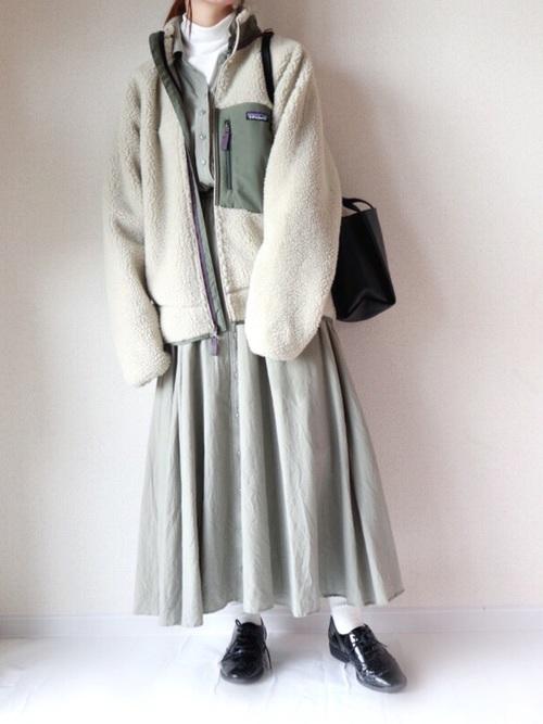 緑×ホワイトコーデ4