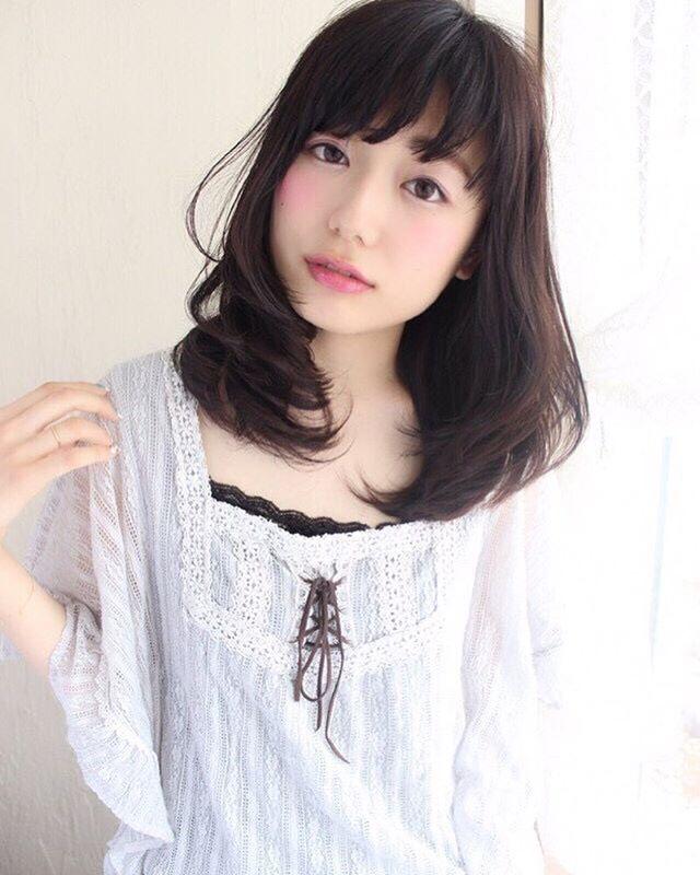 デートにぴったりな髪型・ミディ〜セミディ1