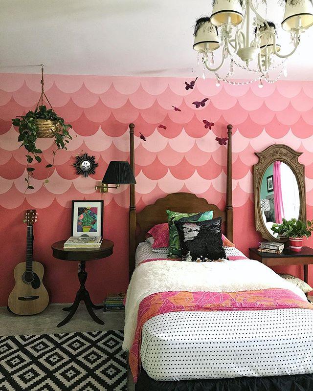 ピンクの壁紙はバランスを考えて3