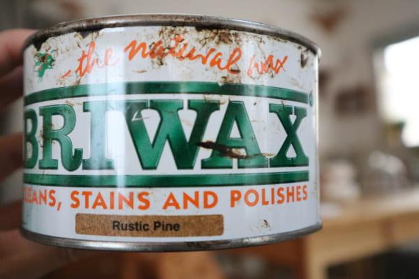木材をペンキで塗装するorWAXを塗ります。