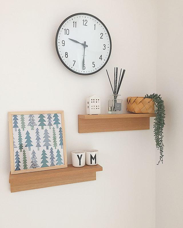 ⑨収納にもディスプレイにも役立つ壁に付けられる家具