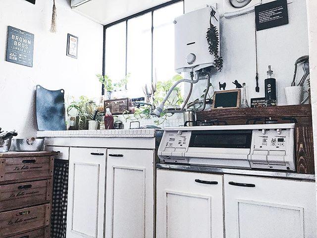 白さ際立つキッチン