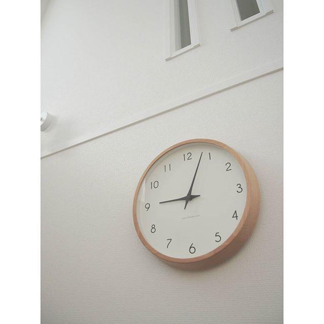 ■やわらかな印象の木枠の時計は、家具やお部屋と相性◎2