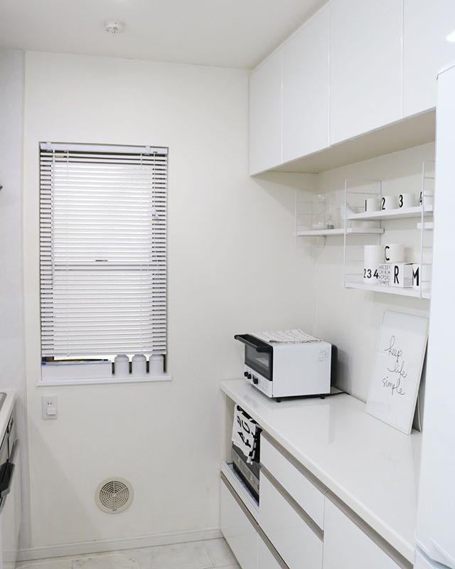 ツヤツヤのホワイトカラーが美しいキッチン