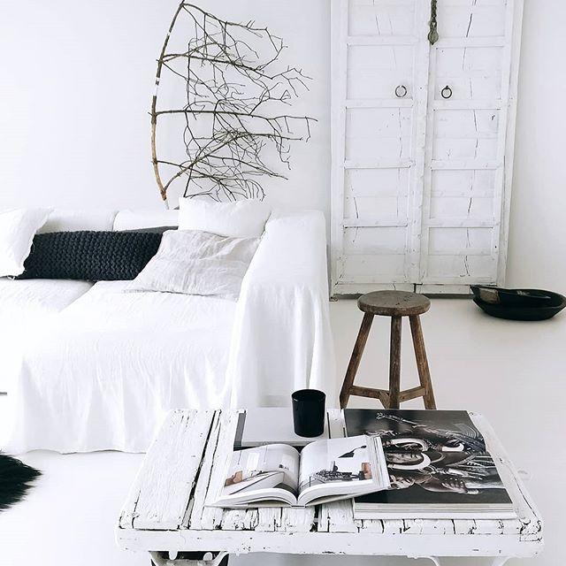 ホワイトのソファ