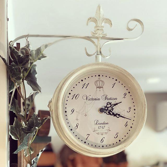 ホワイトアンティーク時計