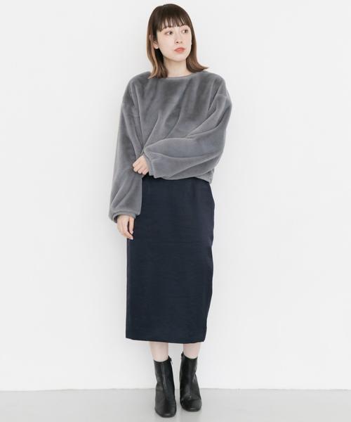サテンタイトスカート