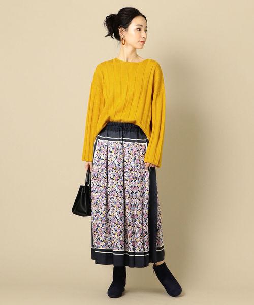 PrimaryNavyLabel:フラワープリントスカート
