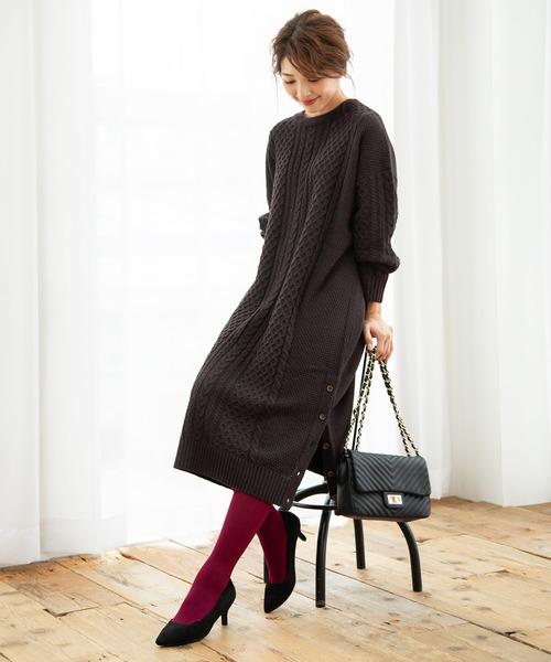 裾釦スリットニットワンピース