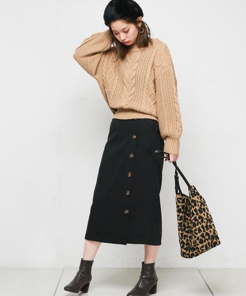 多釦使いゆるタイトスカート