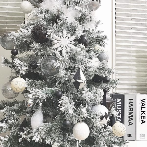 スノー加工されたクリスマスツリー2