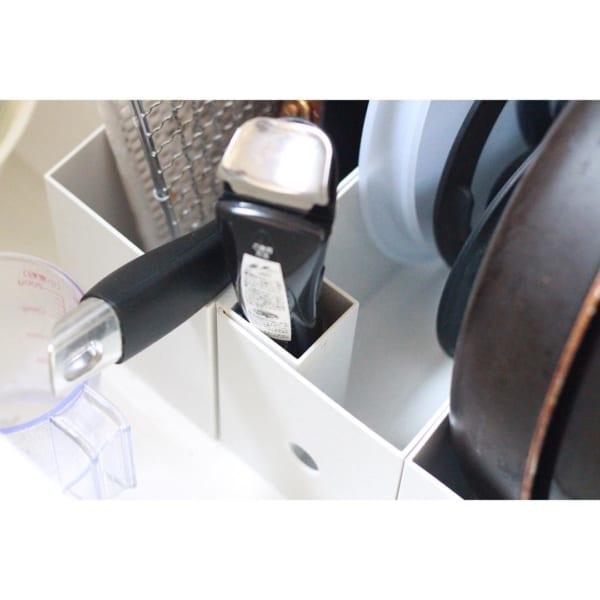 キッチン:引き出し収納を仕切っているファイルボックスに①