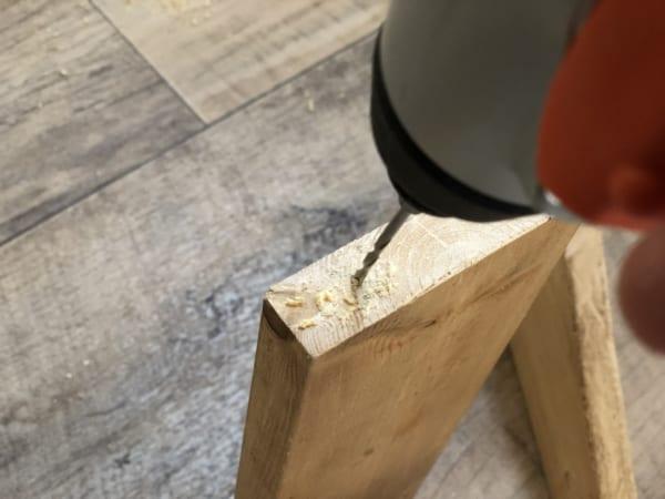 木材を組み立てていきます。2