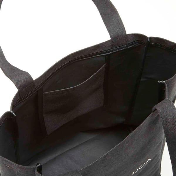バッグの中は、使い勝手の良い撥水加工!