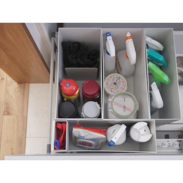 キッチン:引き出し収納を仕切っているファイルボックスに②