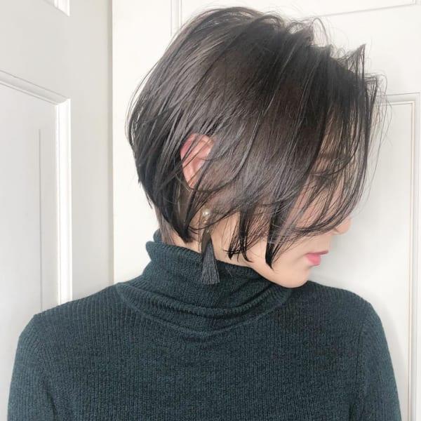 前下がり系のシンプルなショートヘア