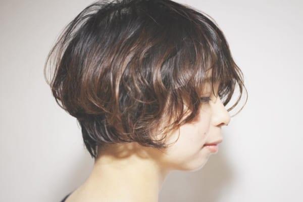 くせ毛風のカールが可愛いショートヘア