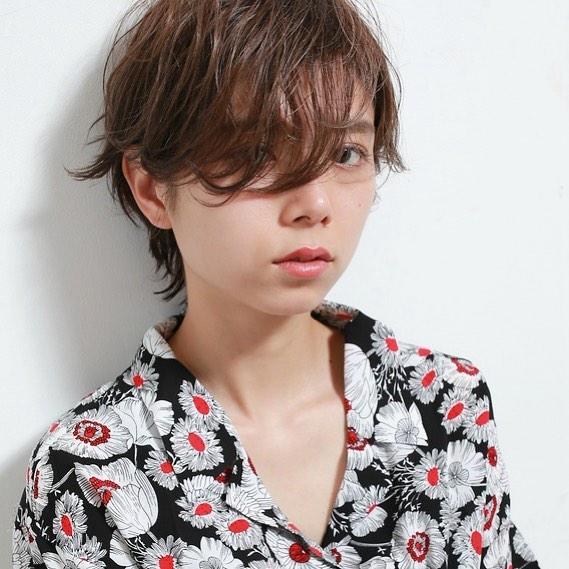 アシメ前髪で明るく可愛いスタイルを作る9