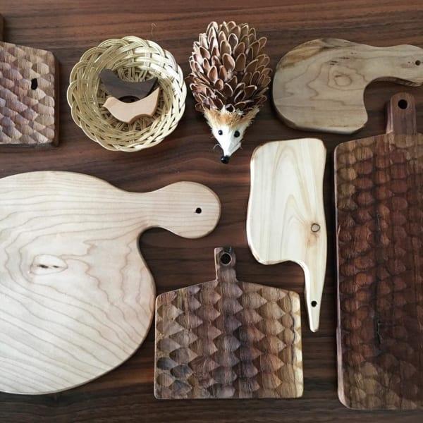木材の色合いや様々な形のオシャレなまな板2