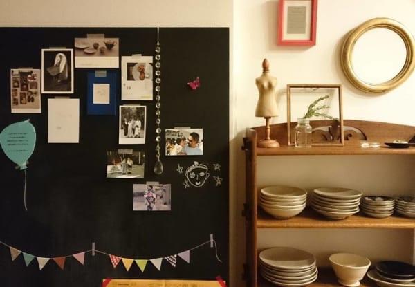 壁の黒板にフレーム無しで直接貼って飾って