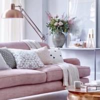 ピンクをお部屋にプラス♡キュートにも大人っぽくも楽しめる空間づくり