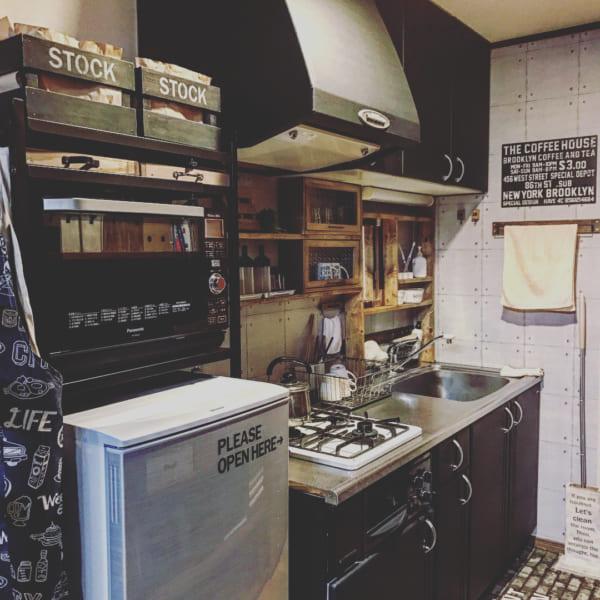 黒が基調のシステムキッチン