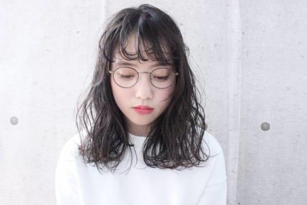 メガネが似合う黒髪パーマ3