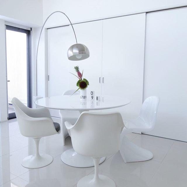 お部屋を広く見せるコツ②明るいトーンの家具を選ぶ