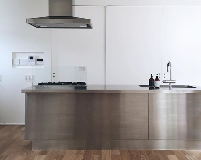 ステンレス仕様のアイランドキッチン5