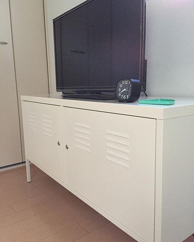 TVボードでインダストリアルな空間