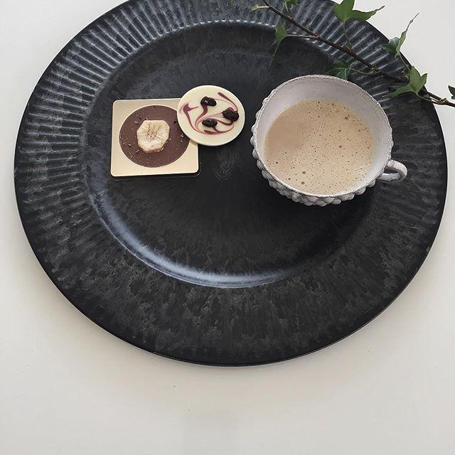 黒いデコレーショントレイ×チョコレート×コーヒー