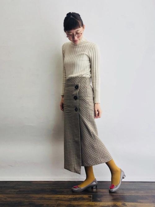 ZARAのスカート!タイトシルエットで知的な印象に